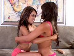 Hot Lesbos Kissing
